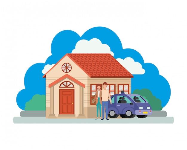 Giovani coppie con la scena astuta della casa e dell'automobile