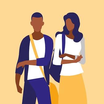 Giovani coppie nere che modellano con le borse
