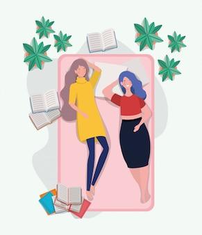 Giovani donne che si rilassano nel materasso in camera da letto