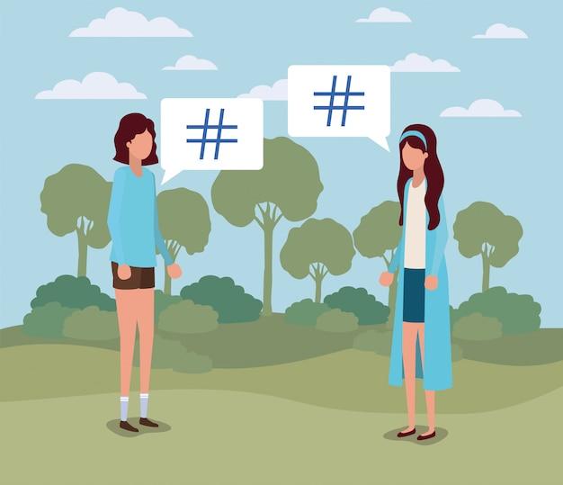 Giovani donne con chiave di libbra nella nuvoletta sul campo