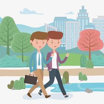 Giovani uomini d'affari che camminano nel parco