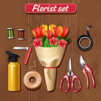 Gli accessori del fiorista hanno messo con il mazzo di fiori realistico su fondo di legno