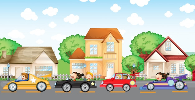 Gli automobilisti adolescenti corrono di fronte al quartiere