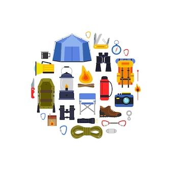 Gli elementi di campeggio di stile piano di vettore si sono riuniti nell'illustrazione del cerchio. zaino da montagna, turismo e campo, coltello e falò, binocolo e bussola