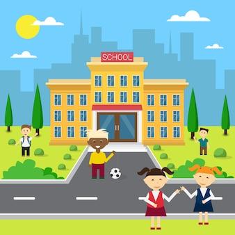 Gli scolari raggruppano vicino esterno dell'edificio scolastico