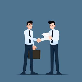 Gli uomini d'affari si stringono la mano.
