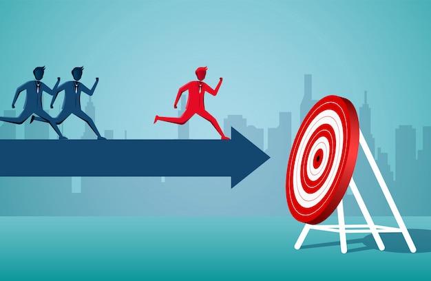 Gli uomini d'affari sono in competizione correndo l'uno contro l'altro sulla freccia verso l'obiettivo del cerchio rosso. successo nella finanza aziendale. comando. avviare. illustrazione vettoriale di cartone animato