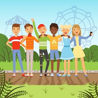 Grande gruppo amichevole di adolescenti multirazziali. tyle
