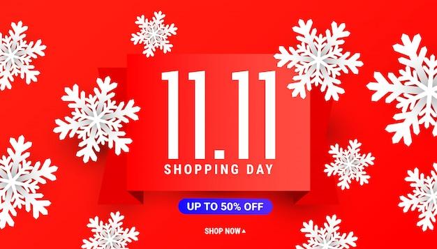 Grande modello della bandiera di sconto di vendita 11.11 con i fiocchi di neve bianchi su rosso