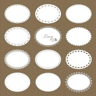 Grande set di centrini di pizzo ovale su sfondo di cartone