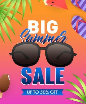 Grande vendita di estate lettering con occhiali da sole e foglie tropicali