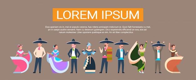 Gruppo di ballerini messicani in abiti tradizionali in messico