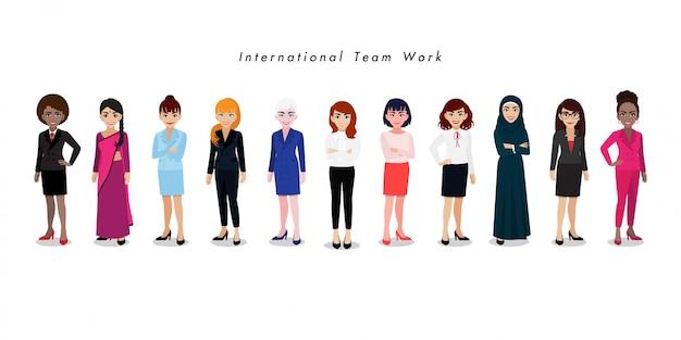 Gruppo di donne di affari internazionali su bianco
