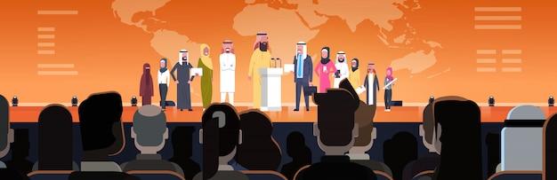 Gruppo di gente di affari araba sull'illustrazione orizzontale di presentazione o di presentazione di congresso team of arabian speakers concetto corporativo di addestramento
