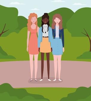 Gruppo di giovani ragazze interrazziali nel campo