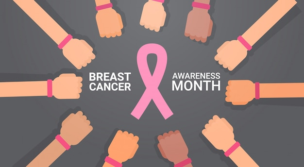 Gruppo di mani di giorno del cancro al seno con la cartolina d'auguri del manifesto di prevenzione di consapevolezza di malattia rosa dei nastri