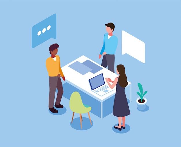 Gruppo di persone che lavorano su un progetto, un metodo analitico di brainstorming di gruppo