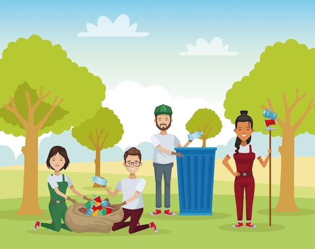 Gruppo di persone che riciclano nel campo