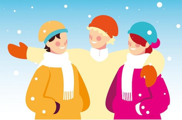 Gruppo di persone con abiti invernali nel paesaggio con nevicate
