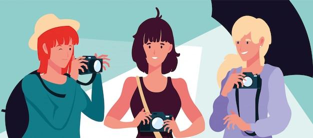 Gruppo di persone con le macchine fotografiche nello studio fotografico