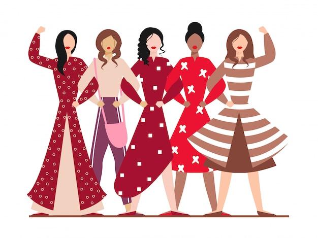 Gruppo di ragazze moderne insieme nella posa diritta.