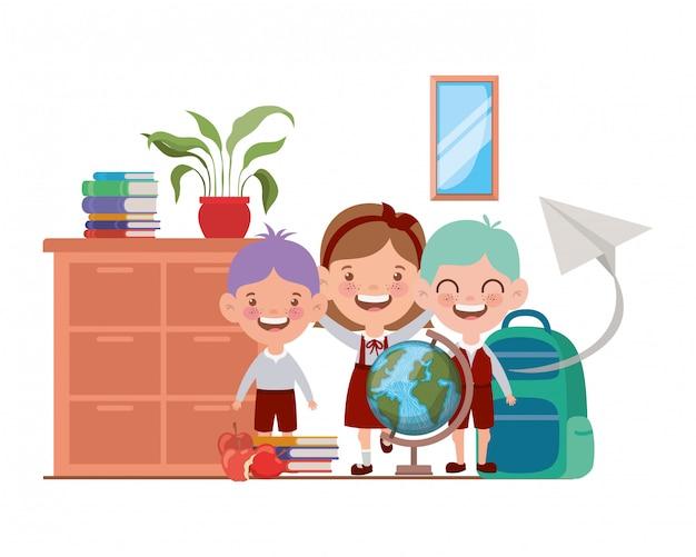 Gruppo di studenti con materiale scolastico in classe