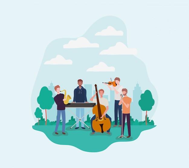 Gruppo di uomini che suonano strumenti nel campo