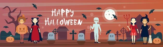Happy halloween banner diversi mostri sul cimitero del cimitero con pietre tombali e pipistrelli