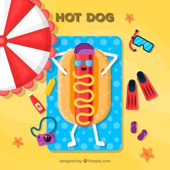 Hot dog divertente che prende il sole
