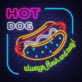 Hot dog - vettore al neon. hot dog - insegna al neon sul fondo del muro di mattoni