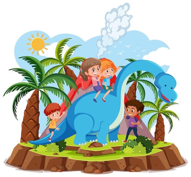 I bambini cavalcano simpatico dinosauro con l'eruzione del vulcano su sfondo bianco