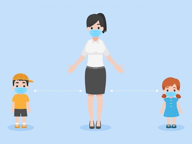 I bambini e l'insegnante mantengono le distanze sociali