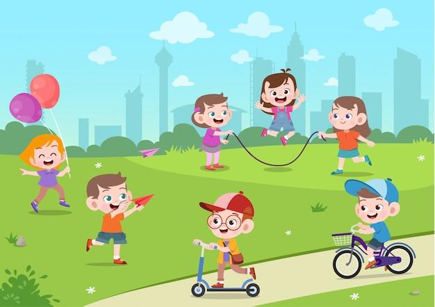 I bambini giocano nel parco