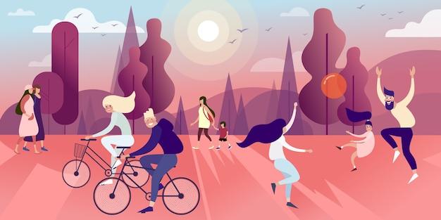 I cittadini nel parco estivo giocano a pallone, passeggiano e vanno in bicicletta
