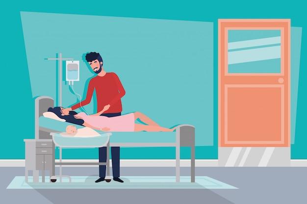 I genitori si accoppiano con il neonato nella stanza di ospedale