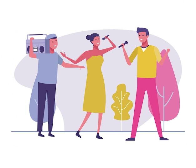 I giovani cantano alla musica di boombox