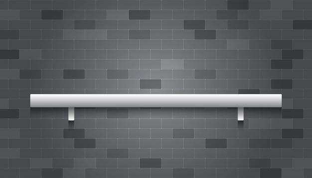 I ripiani sul muro di mattoni grigi per il posizionamento di oggetti o merci