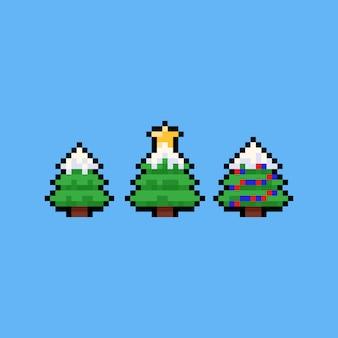 Icona dell'albero di natale del fumetto di arte del pixel con coperto di neve.
