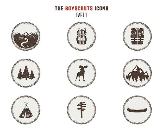 Icone di boy scout, patch. adesivi da campeggio simbolo della tenda, pittogramma delle alci, elementi dello zaino, canoa e altri.