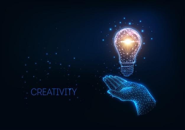 Idea futuristica, sfondo con lampadina poligonale bassa incandescente e mano umana.