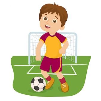 Il calciatore sta giocando la palla in uno stadio