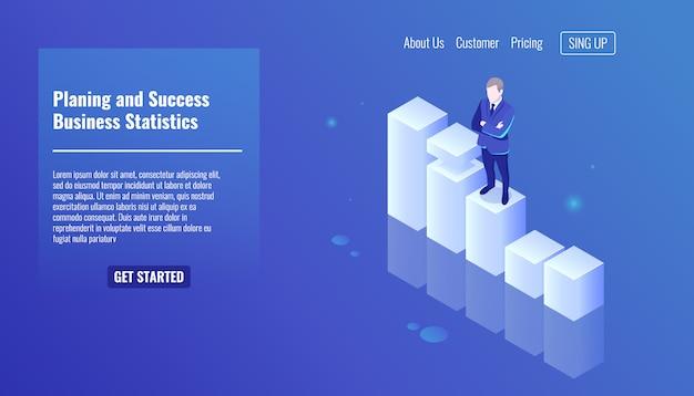 Il concetto di piallatura e di successo, le statistiche aziendali, l'uomo d'affari rimangono sulla grafica di crescita