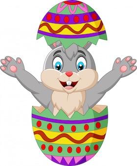 Il coniglietto dei cartoni animati esce da un uovo di pasqua