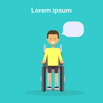 Il giovane su sorridere felice disabile maschio della sedia a rotelle si siede sul concetto di disabilità della sedia a rotelle