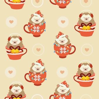 Il modello senza cuciture del riccio carino in tazza con tema natalizio