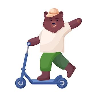 Il personaggio animale è marrone, un orso in pantaloncini corti, una maglietta e un cappello cavalca uno scooter, riposo sportivo estivo attivo.