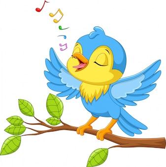 Il piccolo uccello sveglio canta su un ramo di albero