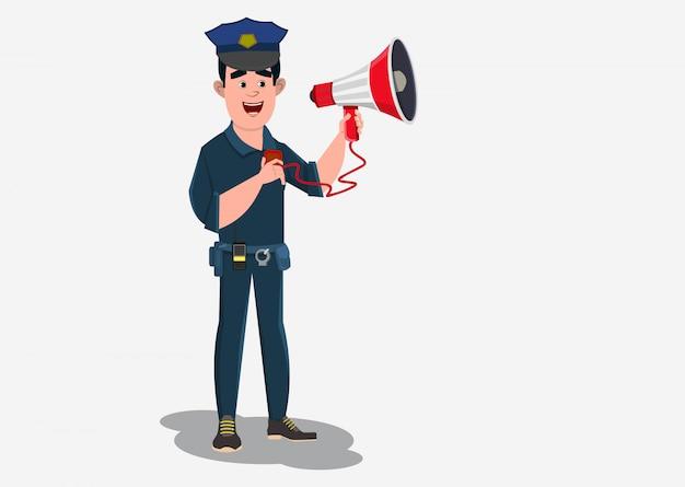 Il poliziotto dà l'annuncio con il microfono manuale.