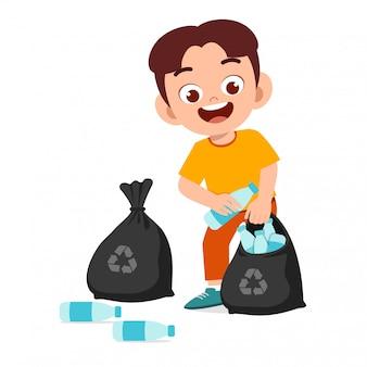 Il ragazzo sveglio felice del bambino raccoglie l'illustrazione dei rifiuti