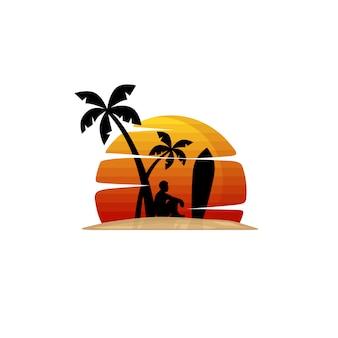 Il surfista sulla spiaggia si siede sotto la palma